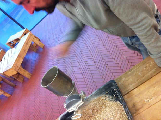 moliendo grano